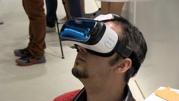 Guillaume se frotte au Gear VR